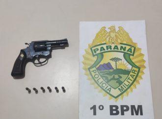 Suspeitos disparam arma de fogo em tentativa de assalto e acabam presos pela PM