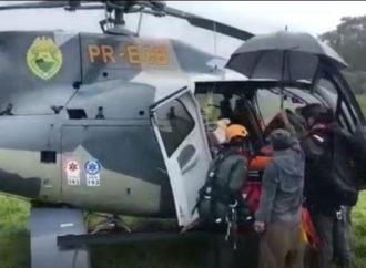 Polícia Militar usa rapel e helicóptero para resgate em área de risco