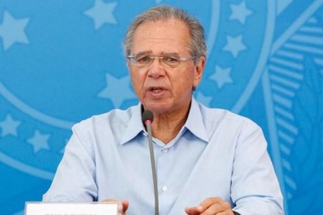 """""""Vamos perder dinheiro salvando empresas pequenininhas"""", diz Paulo Guedes"""