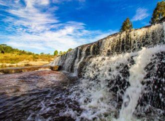 Conservação ambiental de nascentes rurais garante fornecimento de água para famílias durante períodos de seca