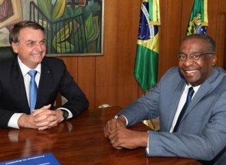 Menos de uma semana depois de ser nomeado, Carlos Decotelli deixa o Ministério da Educação