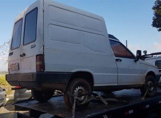 Vídeo: Veículo furtado é encontrado na Estrada do Kalinoski em PG