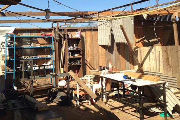 Imagens: Vento forte destrói barracão em Carambeí