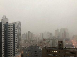 Internautas registram imagens do temporal desta terça-feira (30) em PG
