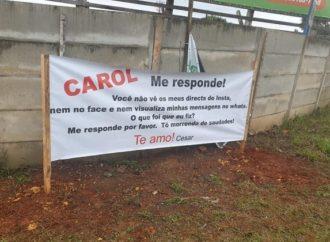 Faixas pedindo 'Carol, me responde!' quebram a web e internautas pedem chance a apaixonado