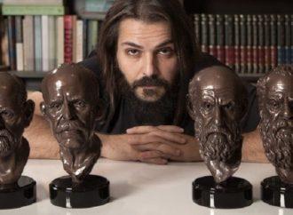 Série que passa na Netflix compra obra de escultor ponta-grossense