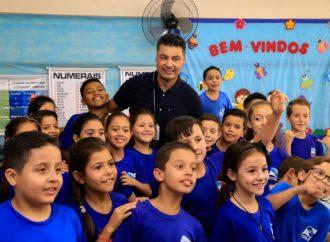 """""""O prêmio é dos professores"""", diz Rangel sobre o título de 'Prefeito Amigo da Criança'"""