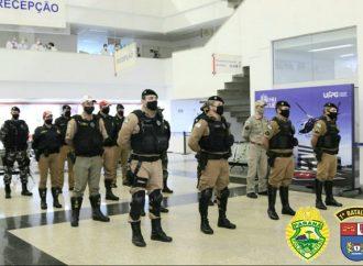 Polícia Militar de Ponta Grossa presta homenagem a profissionais da saúde