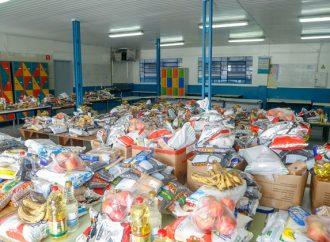 Governo do Paraná repassa 25 mil toneladas de alimentos da merenda escolar para famílias de alunos da rede estadual de ensino