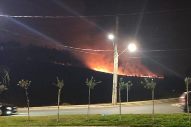 Bombeiros registraram seis incêndios ambientais em Ponta Grossa neste domingo (13)