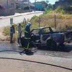 Vídeo: Incêndio destrói veículo no bairro de Oficinas