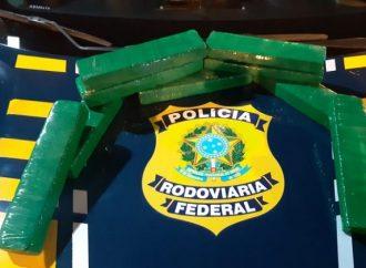 PRF aprende mais de 200kg de maconha e 50 mil maços de cigarro durante o final de semana no Paraná