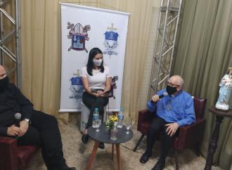 Bispo Dom Sérgio visita estúdio da Pastoral da Comunicação em Irati