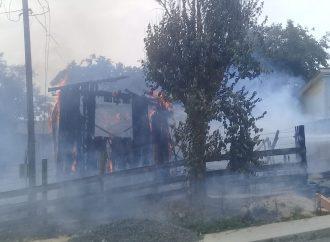 VÍDEO: Incêndio destrói casa na Vila Princesa neste domingo (20)