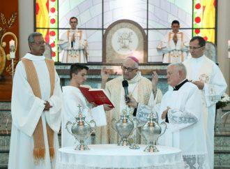 Diocese de Ponta Grossa realiza a 'Missa do Crisma' nesta terça (15)