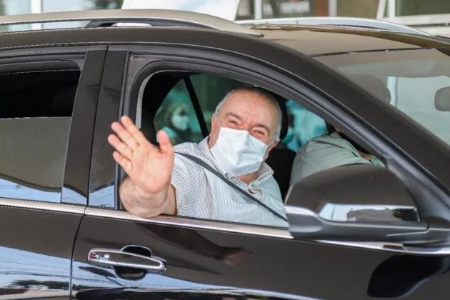 Rafael Greca, prefeito de Curitiba, recebe alta após internamento por COVID-19