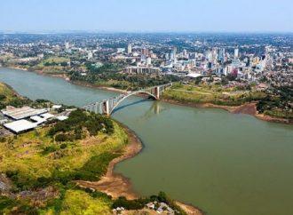 Paraguai libera passagem de pedestres na Ponte da Amizade